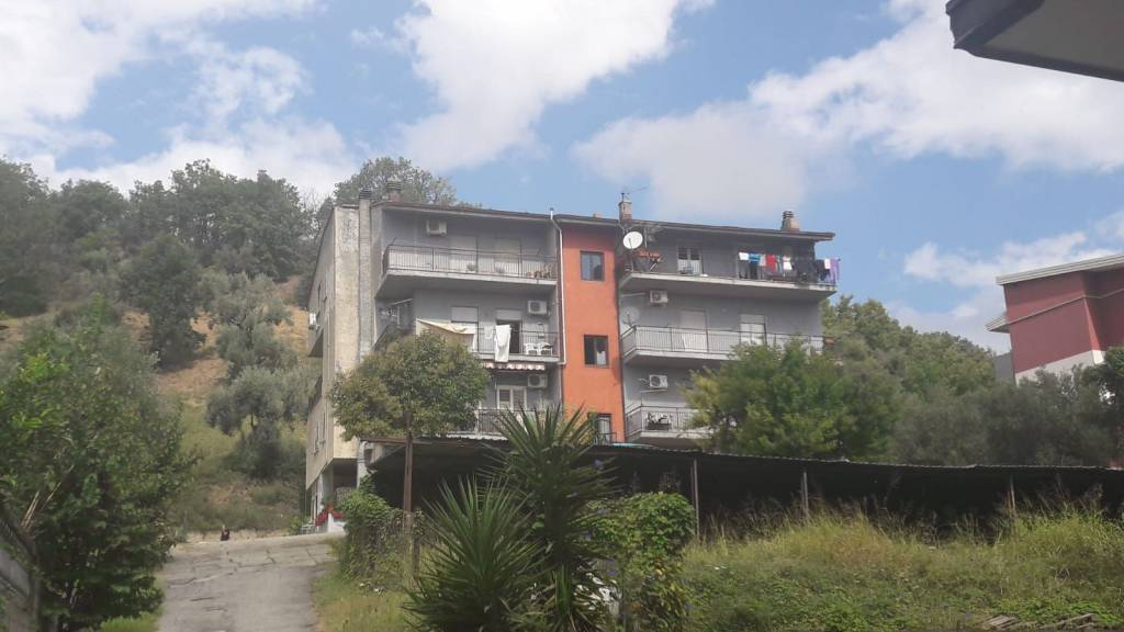 Appartamento da ristrutturare in vendita Rif. 9151183