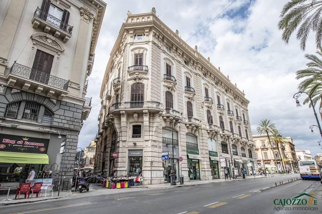 Strepitoso ufficio 120Mq-p.zzo storico-Via Roma/Poste Rif. 8896175