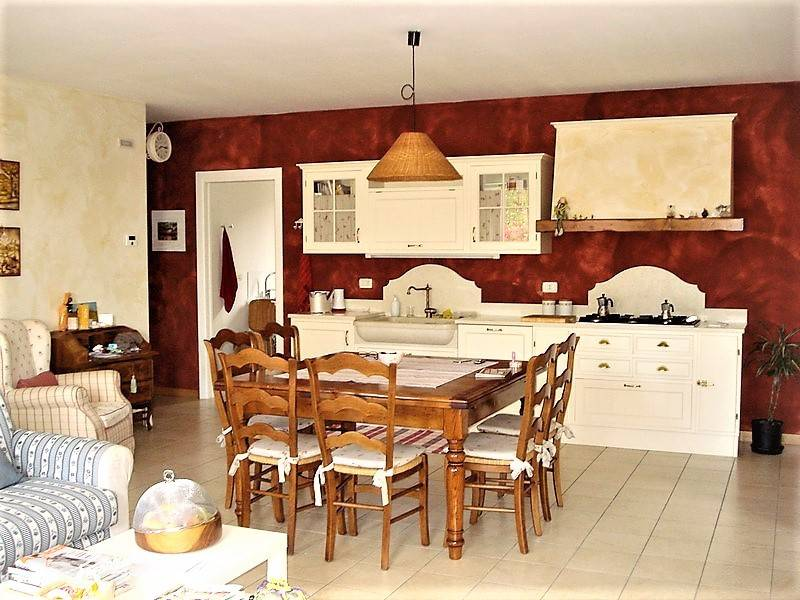 Appartamento in buone condizioni in vendita Rif. 8108429