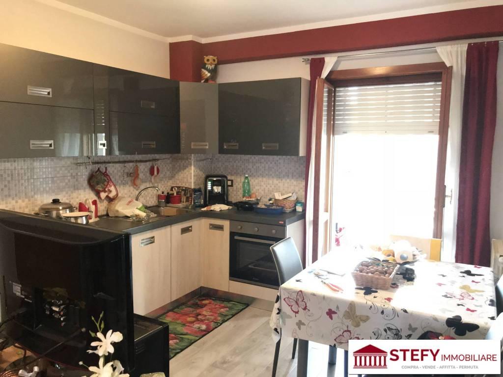 Appartamento in buone condizioni in vendita Rif. 8111740