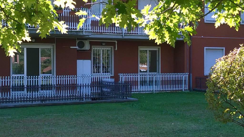Appartamento in buone condizioni parzialmente arredato in affitto Rif. 8112526