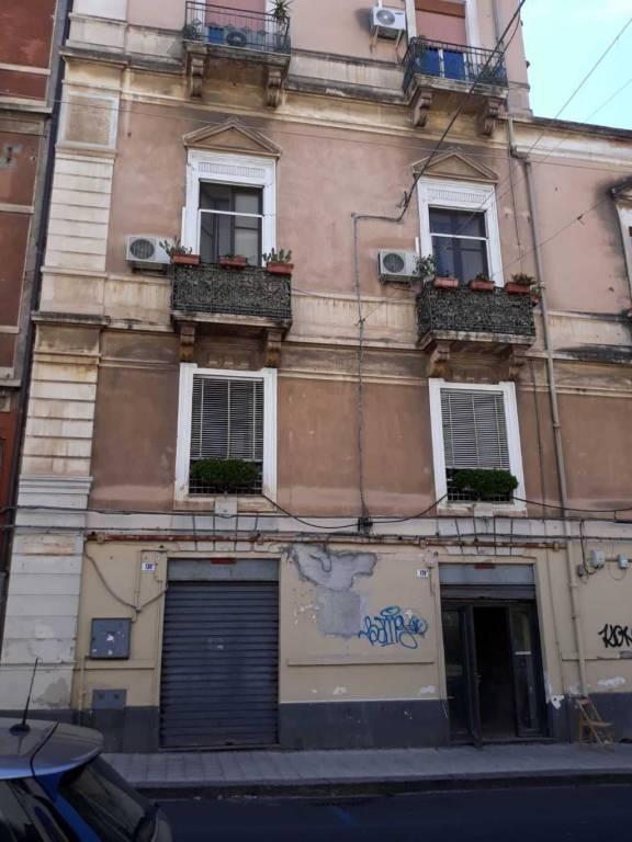 Bottega mq 70 a due luci,Catania zona p.zza C.Alberto Rif. 8108063