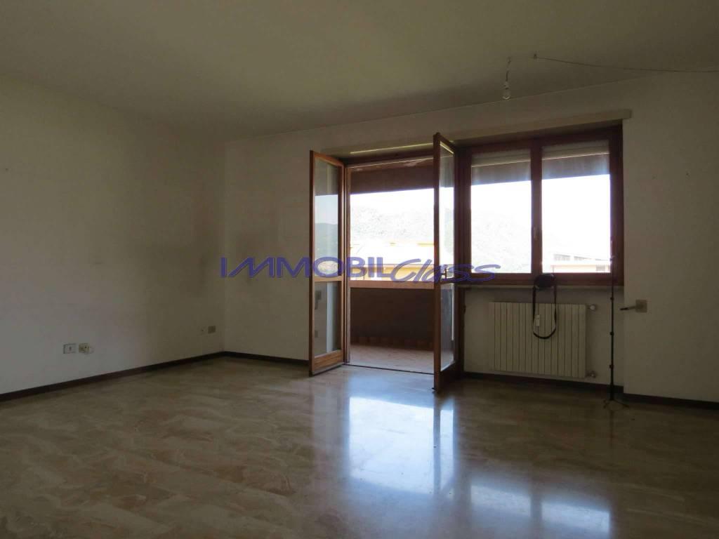 Appartamento in ottime condizioni in vendita Rif. 8173511