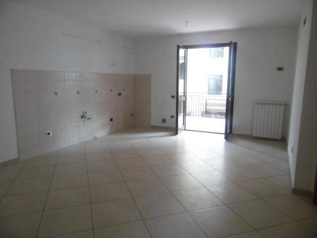 Appartamento in ottime condizioni in affitto Rif. 8141841