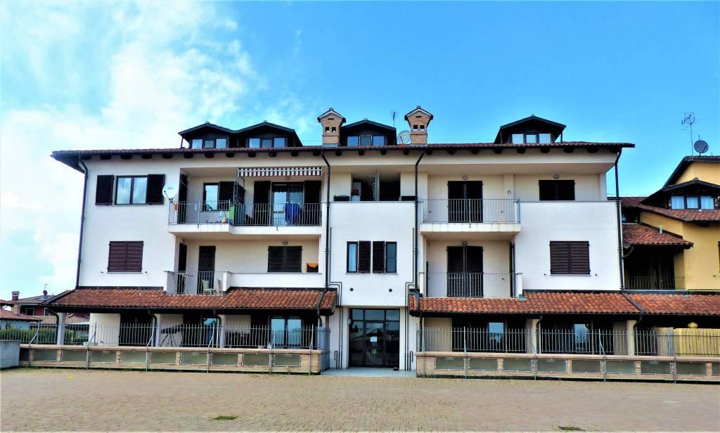Appartamento in buone condizioni in vendita Rif. 8144266