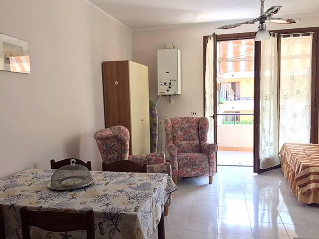 Appartamento in buone condizioni arredato in affitto Rif. 8328219
