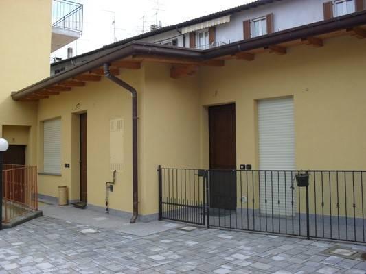 Appartamento in ottime condizioni arredato in affitto Rif. 8138049
