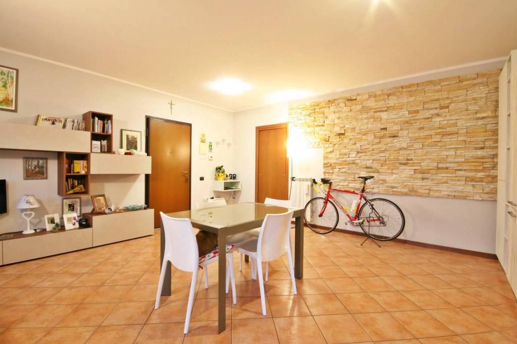 Appartamento in ottime condizioni in vendita Rif. 8132620