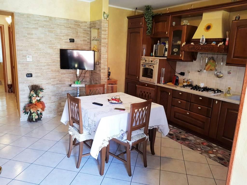 Appartamento in ottime condizioni in vendita Rif. 8132930