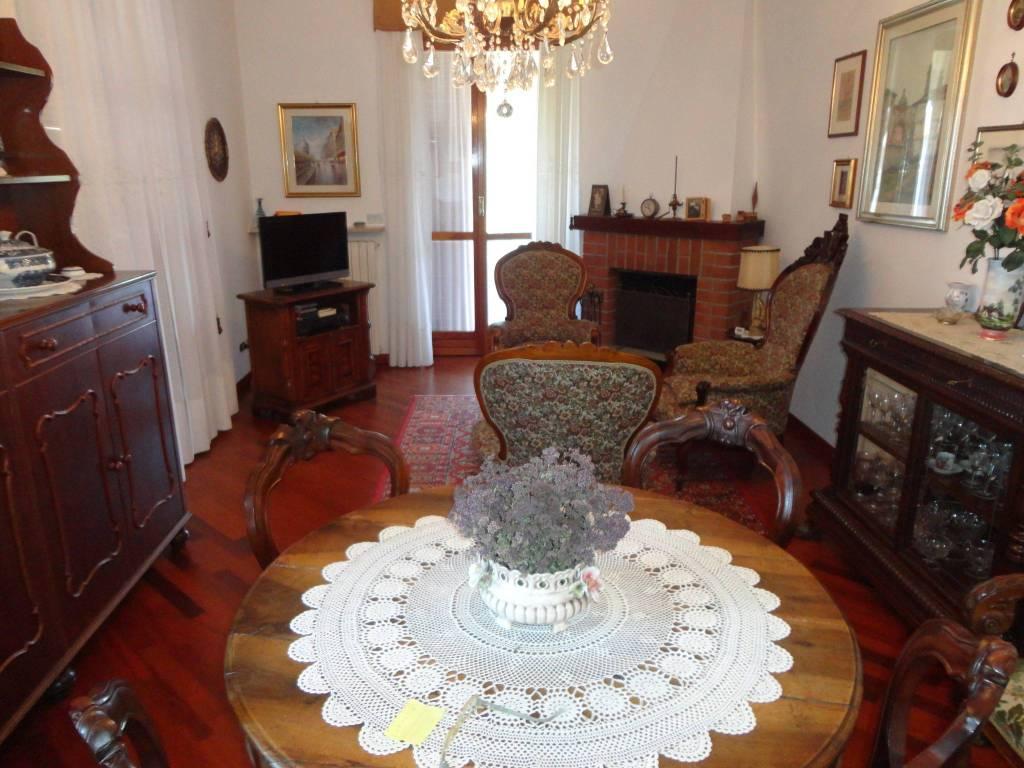 Appartamento in buone condizioni parzialmente arredato in vendita Rif. 8132420