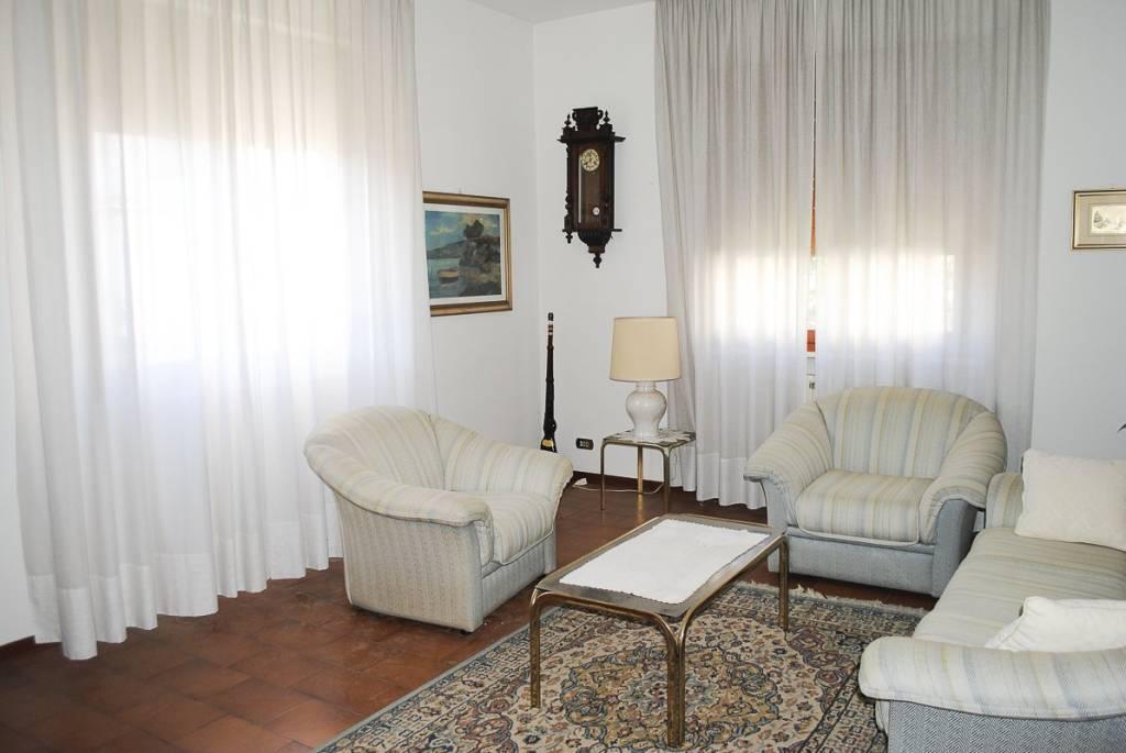 Appartamento in buone condizioni in vendita Rif. 8136681