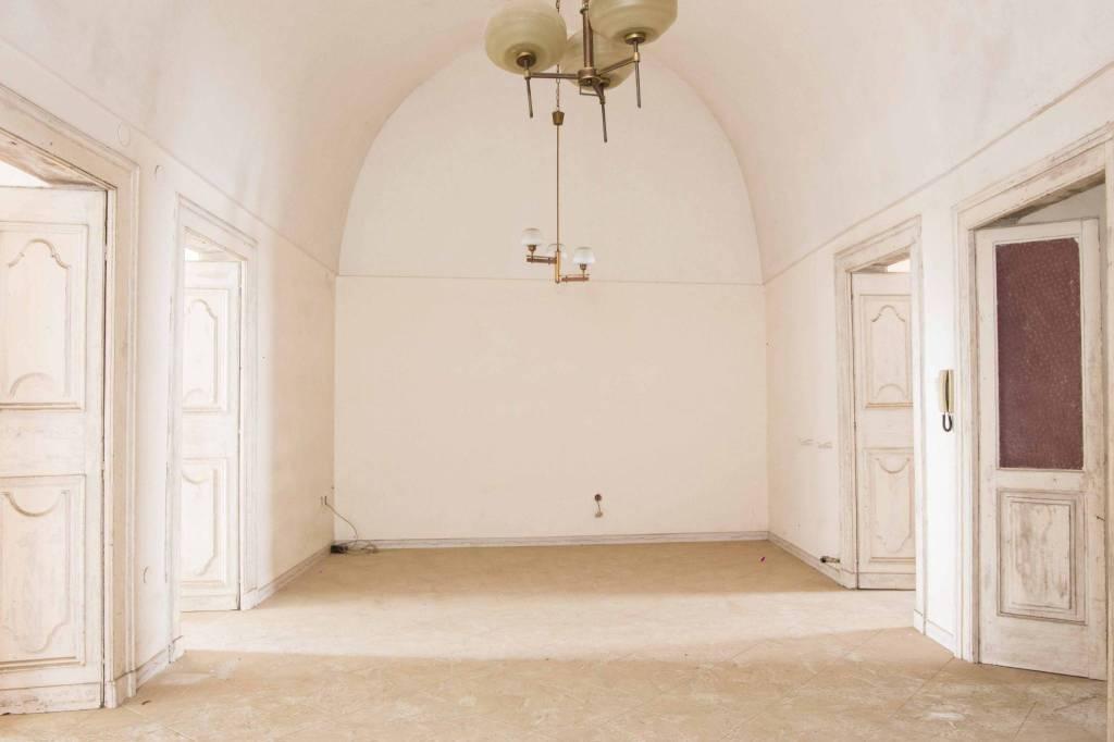 Appartamento da ristrutturare in vendita Rif. 8137813