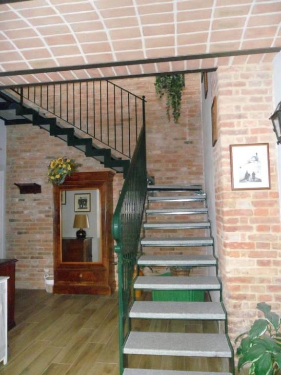 Appartamento in ottime condizioni arredato in affitto Rif. 8136887