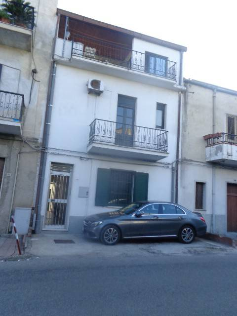 Appartamento in buone condizioni in vendita Rif. 8895268