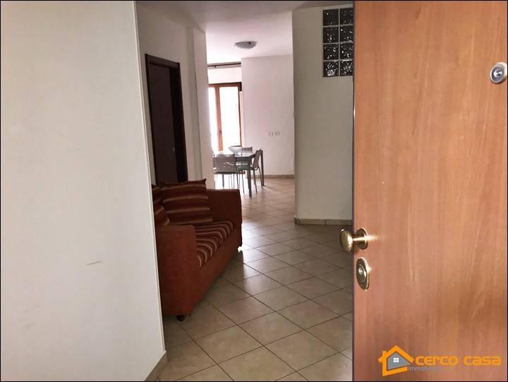 Appartamento in ottime condizioni arredato in affitto Rif. 8138304