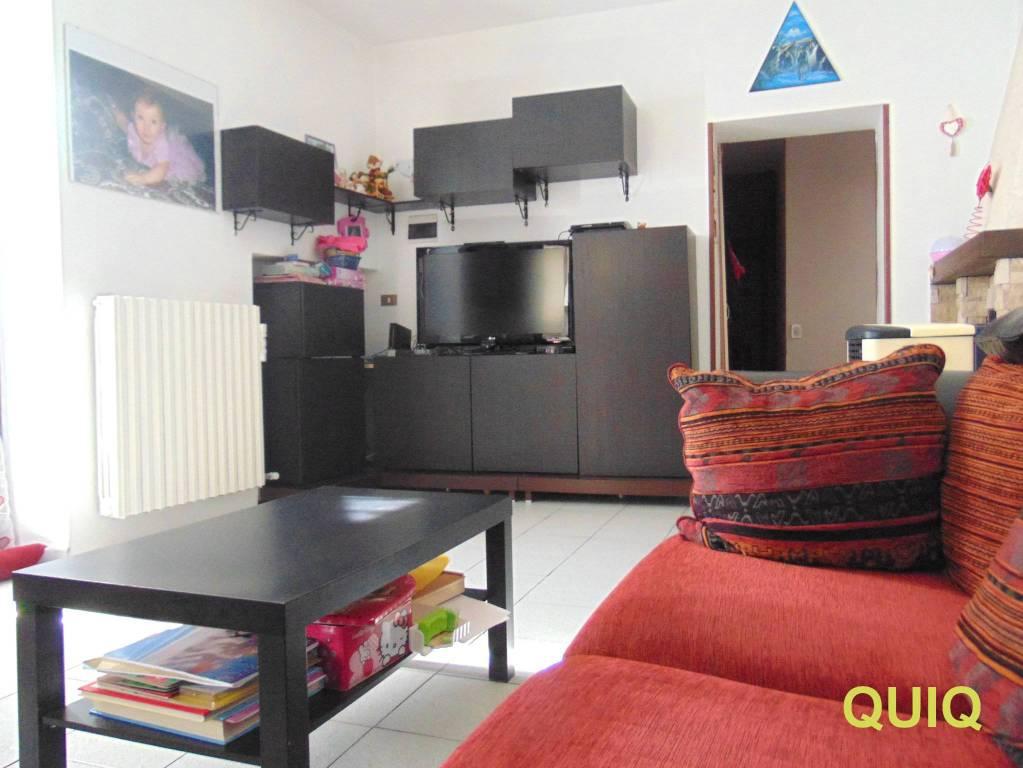 Appartamento in buone condizioni parzialmente arredato in vendita Rif. 8132877