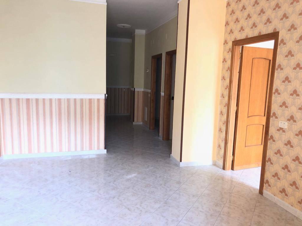 Appartamento in buone condizioni in affitto Rif. 8133628