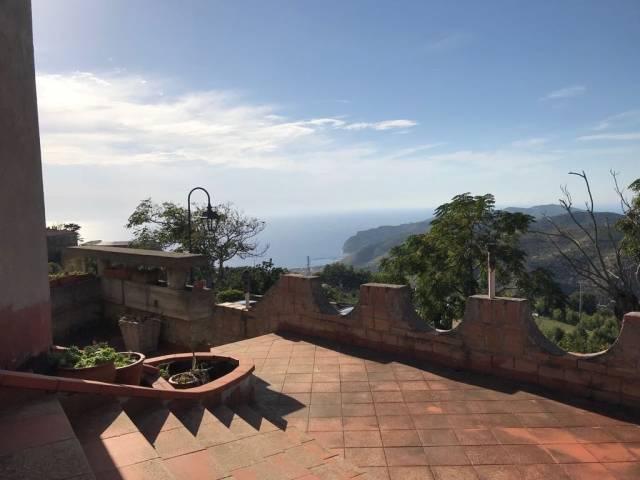 Villa 6 locali in vendita a San Mauro Cilento (SA)