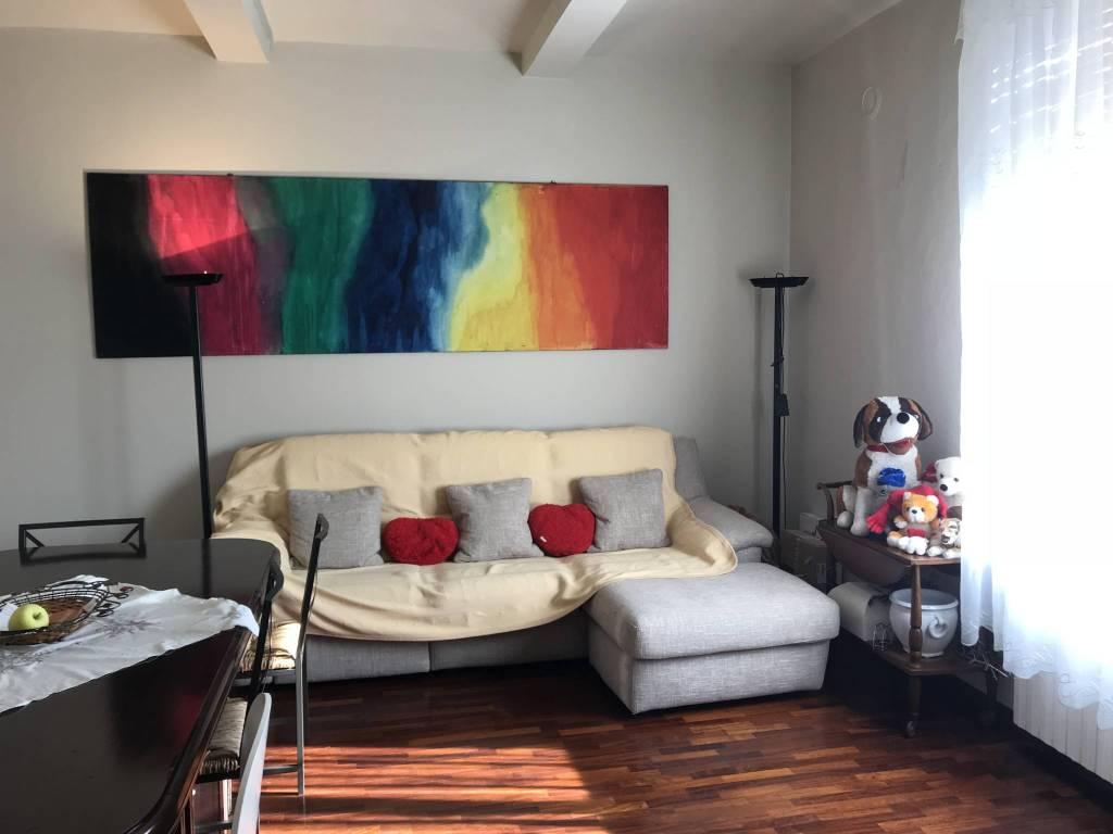 Appartamento in buone condizioni in vendita Rif. 8141069