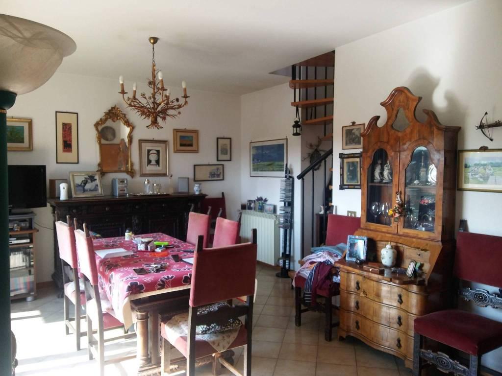 Appartamento in buone condizioni in vendita Rif. 8132247