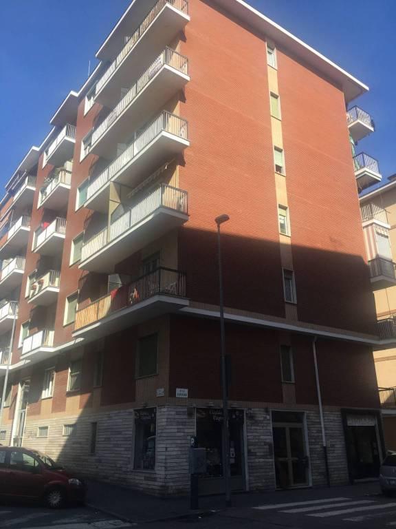 Appartamento in buone condizioni in affitto Rif. 8138436