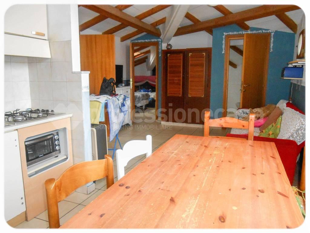 Attico / Mansarda in buone condizioni arredato in affitto Rif. 8134110