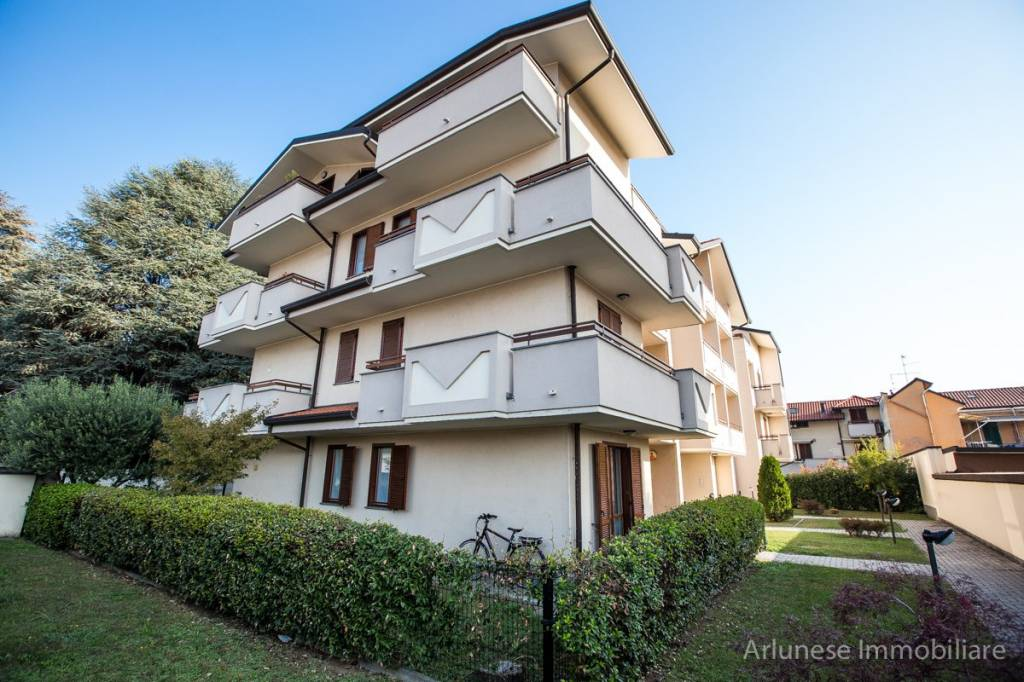 Appartamento in buone condizioni in vendita Rif. 7943686