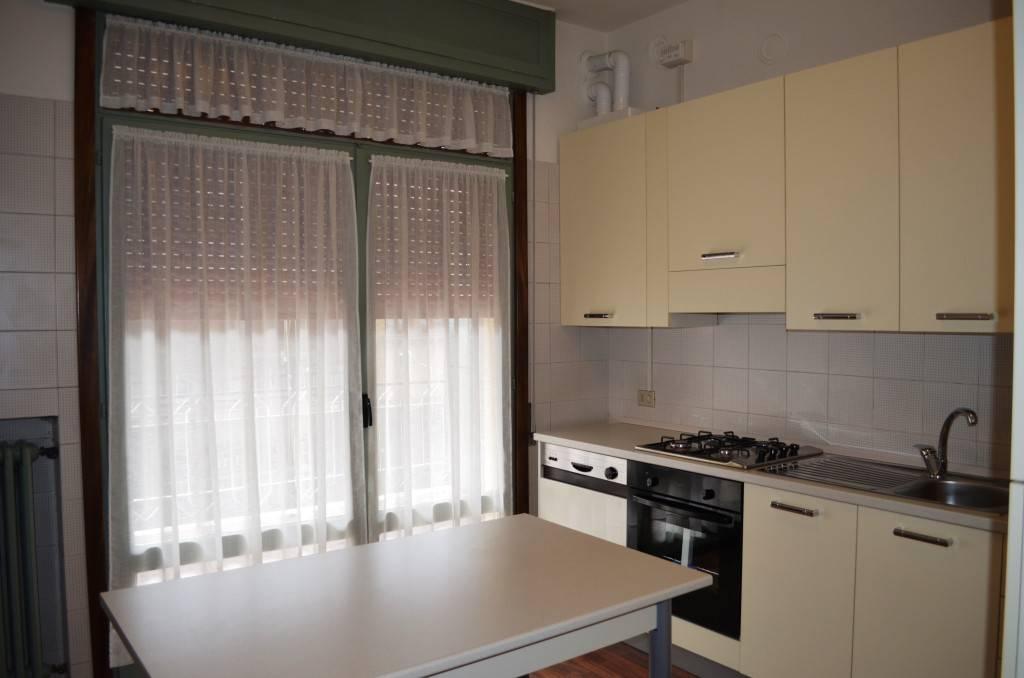 Appartamento in buone condizioni arredato in affitto Rif. 8138849