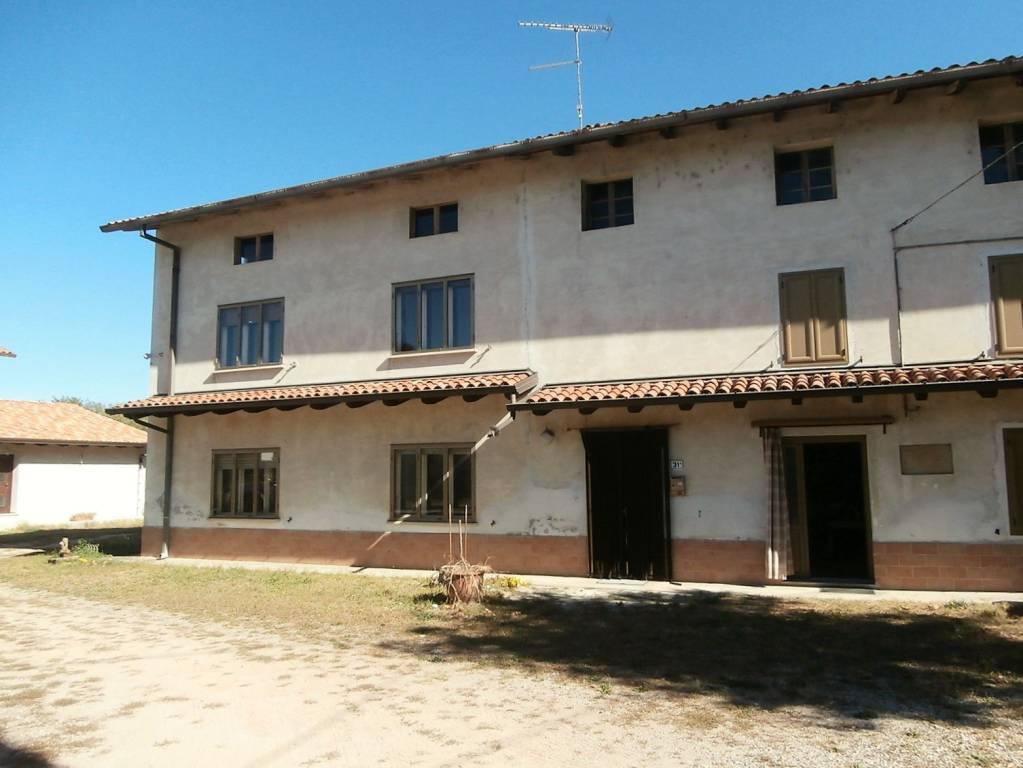 Rustico / Casale da ristrutturare in vendita Rif. 8400193