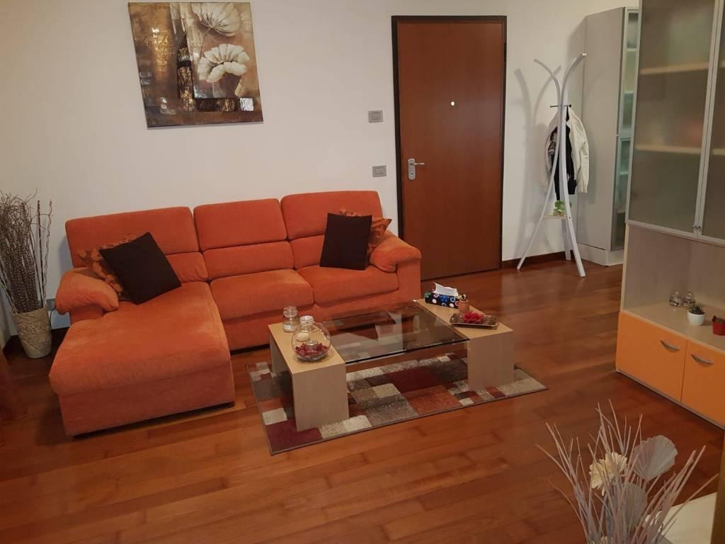 Appartamento in ottime condizioni arredato in affitto Rif. 8133242