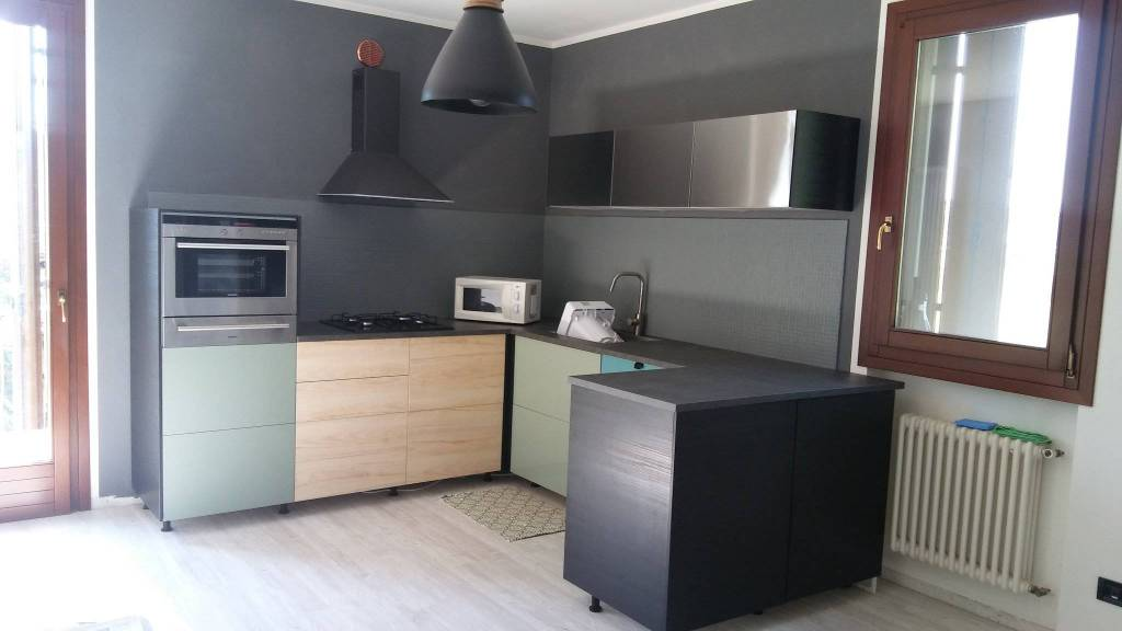 Appartamento in ottime condizioni in affitto Rif. 8133243
