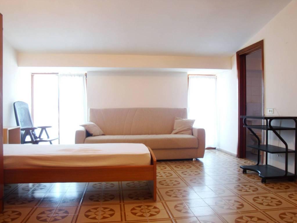 Appartamento in buone condizioni arredato in affitto Rif. 9142540