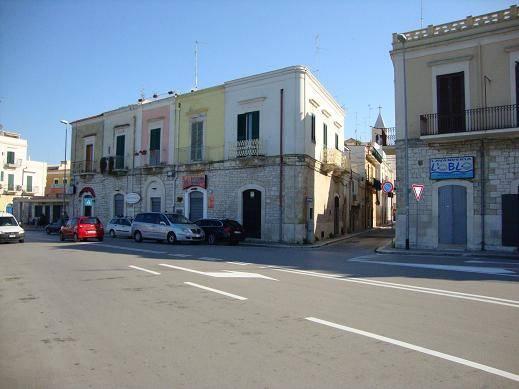 Bari Santo Spirito Lungomare (porto) affittasi locale