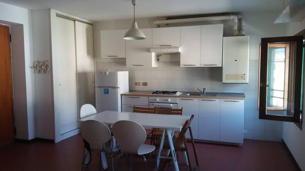 Appartamento in buone condizioni arredato in affitto Rif. 8133244