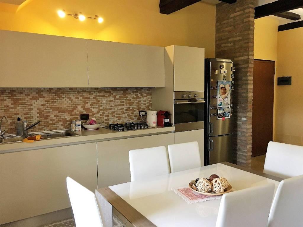 Appartamento in ottime condizioni in vendita Rif. 8152748