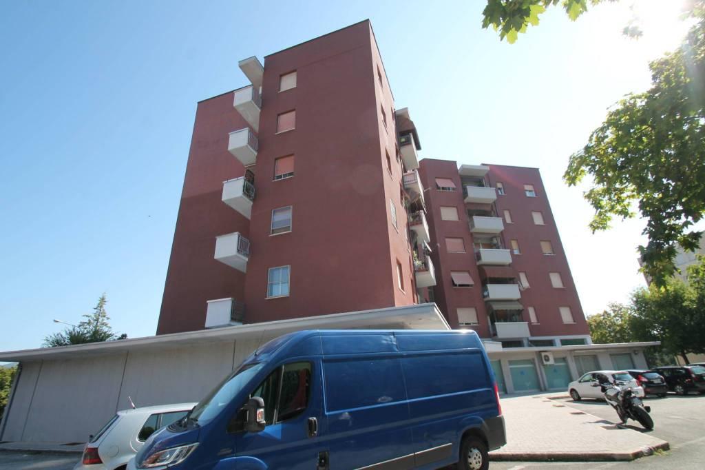 via A. Moro appartamento e garage € 85 mila