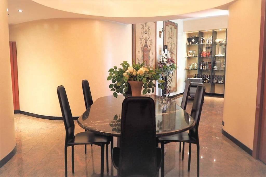 Appartamento in buone condizioni parzialmente arredato in vendita Rif. 8143785