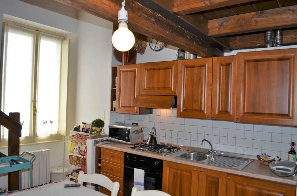 Appartamento in buone condizioni parzialmente arredato in vendita Rif. 9137215