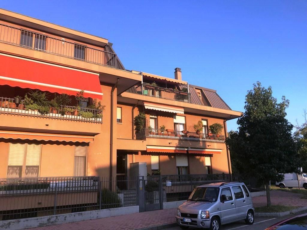 Appartamento in buone condizioni in affitto Rif. 8138188