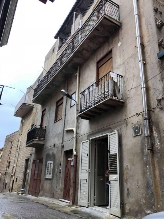 Stabile / Palazzo in buone condizioni in vendita Rif. 8719911