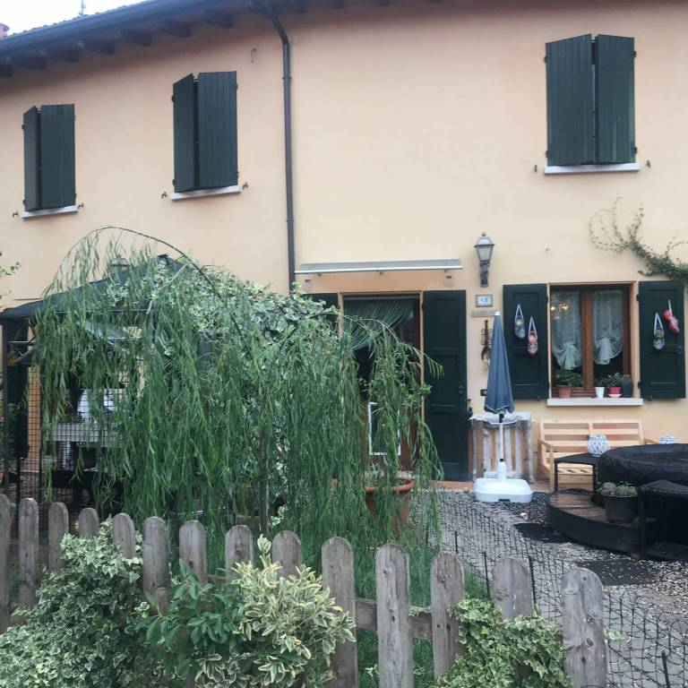 Villa in vendita a Volta Mantovana, 6 locali, prezzo € 220.000 | CambioCasa.it