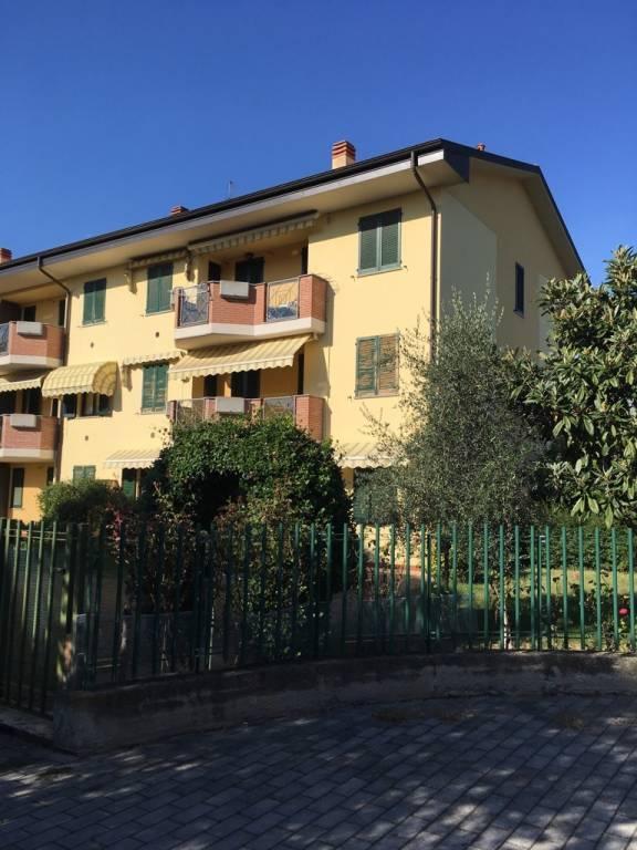 Appartamento in buone condizioni in vendita Rif. 8139050