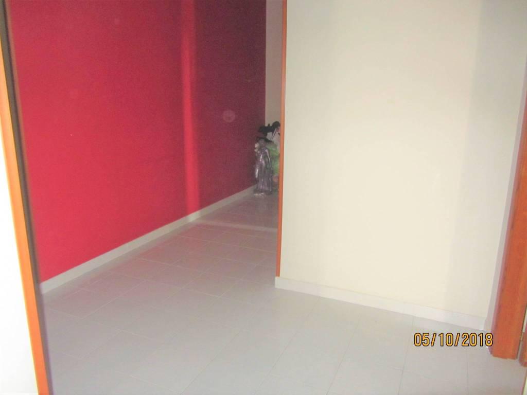 Appartamento in buone condizioni in affitto Rif. 8143664