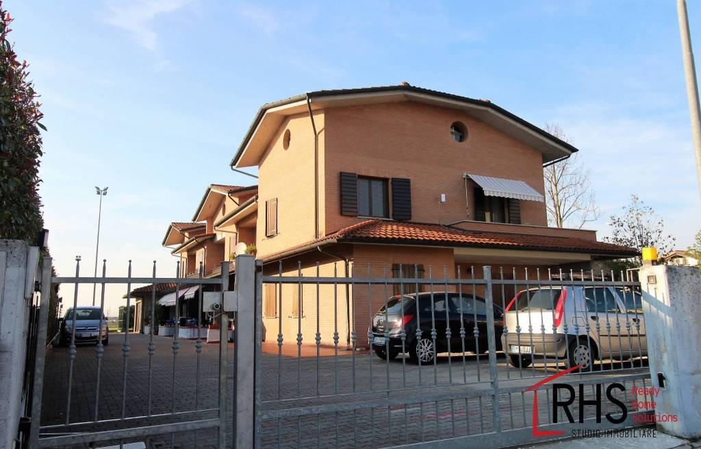 Appartamento in ottime condizioni in vendita Rif. 8143643