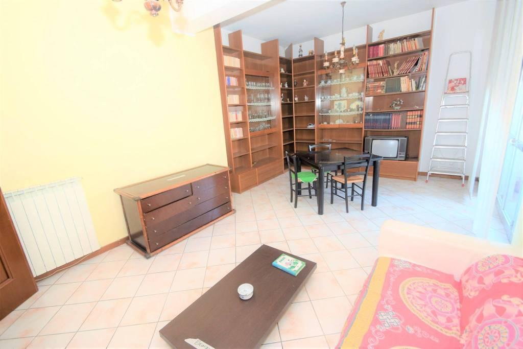 Appartamento in buone condizioni in vendita Rif. 8143898