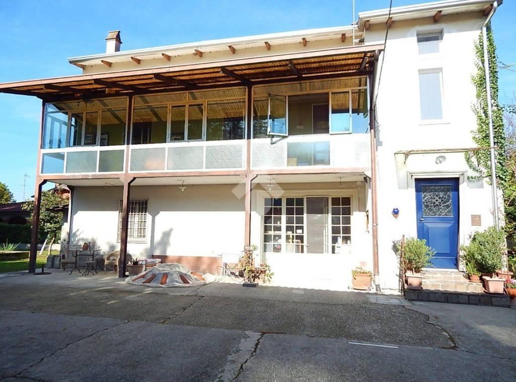 Appartamento in buone condizioni in vendita Rif. 9150006