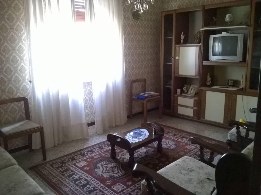 Appartamento in buone condizioni arredato in vendita Rif. 8135745