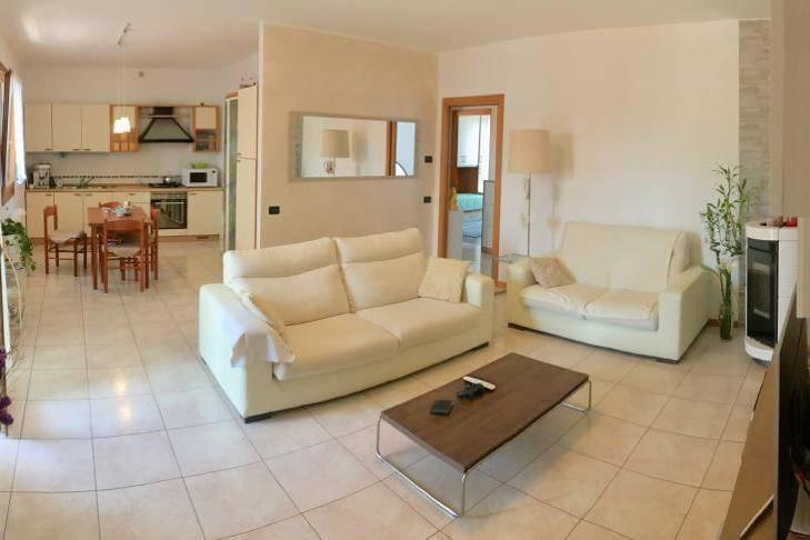 Appartamento in ottime condizioni parzialmente arredato in vendita Rif. 7907999