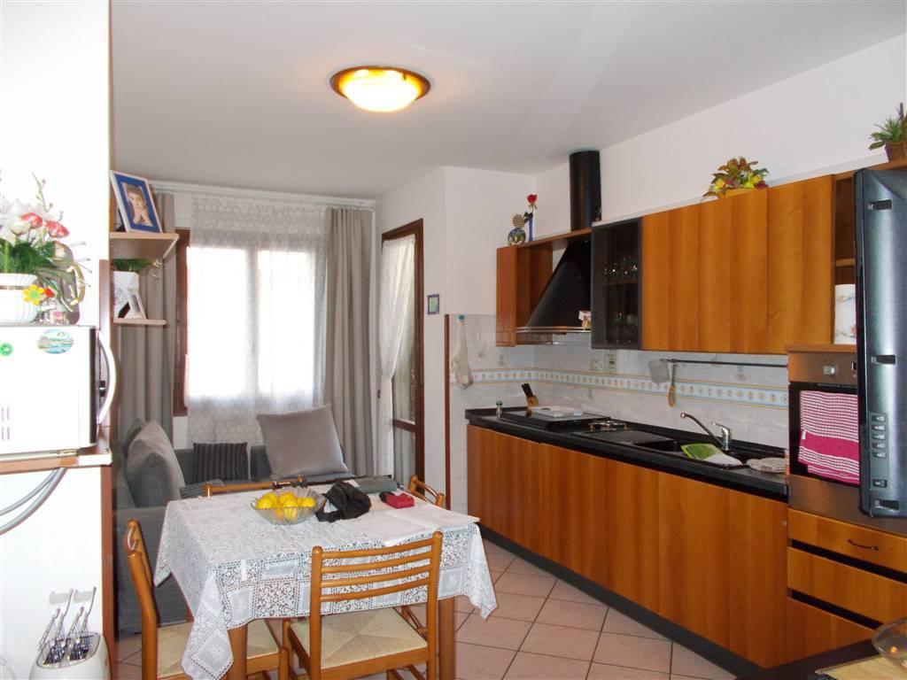 Appartamento in ottime condizioni in vendita Rif. 8133586