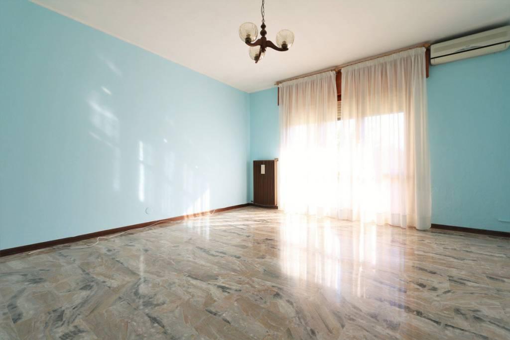 Appartamento in ottime condizioni parzialmente arredato in affitto Rif. 8136135